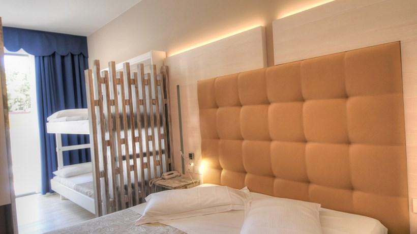 Etagenbett Real : Hotel franz: familienzimmer mit etagenbett bibione italia