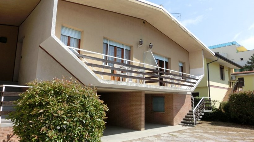 AGENZIA VENEZIA: Villa Rita - Vierzimmerwhg. mit 2 Baeder - Typ 35D ...