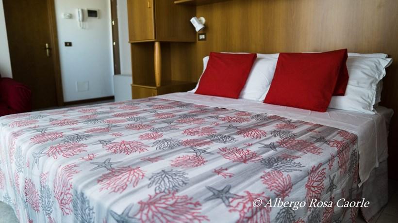 Camera Letto Rosa : Albergo rosa camere comfort pax con divano letto caorle italia